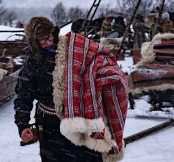 Lena med täcke __ARG2654_WEBB_Foto AnnaReet Gillblad.jpg